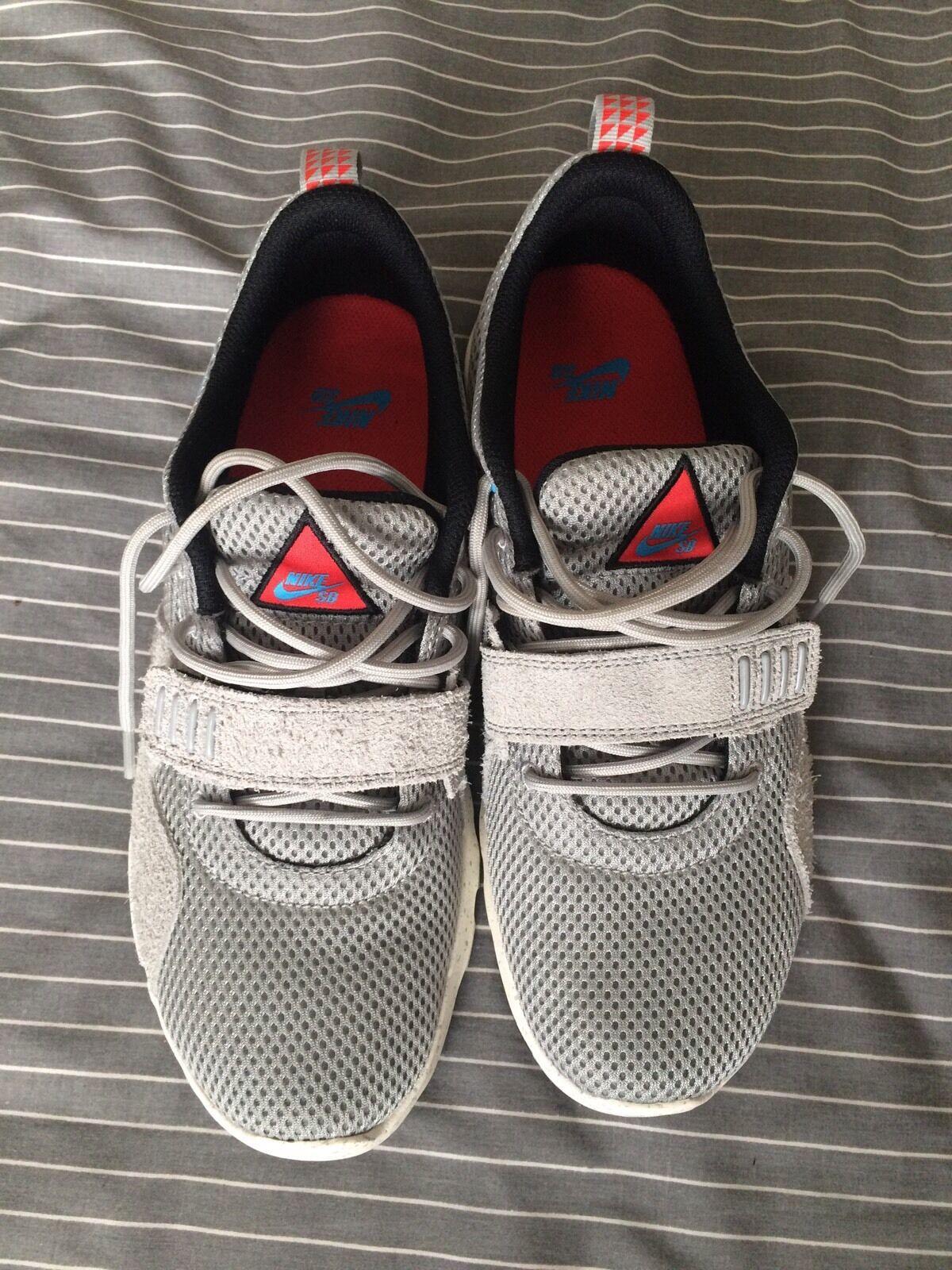 Nike uomini lite run 4 atletico correndo scarpe nero / bianco / antracite