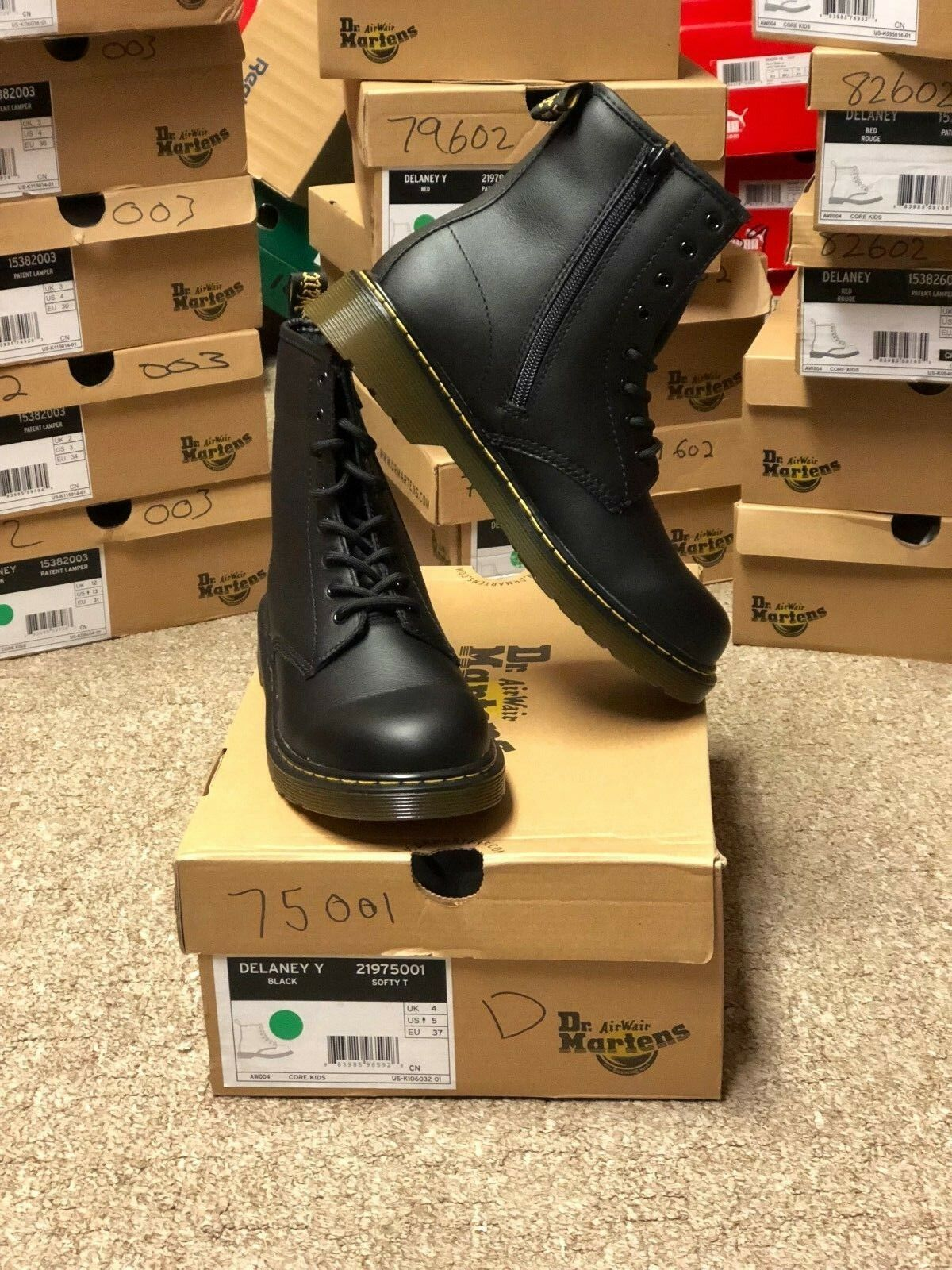 Dr. Martens Boots Black Matte for Men/Youth Brand New with Box in Varies Sizes