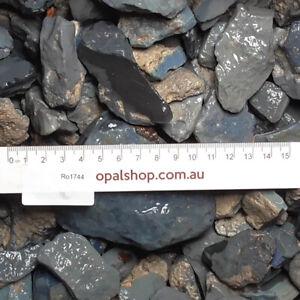 Seam-Opal-from-Lightning-Ridge-Black-Opal-Country-Opal-Rough-Parcel-Ro1744