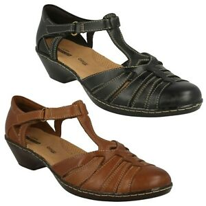 3322af10ce67 LADIES CLARKS LEATHER SCOOP WEDGE T-BAR CASUAL SANDALS SHOES SIZE ...