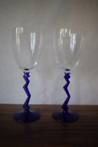 STUNNING-UNUSUAL-X2-BLUE-GLASS-LIGHTNING-STEMMED-WINE-GLASSES