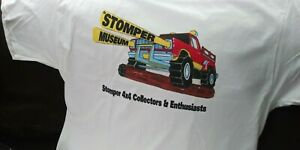 1-Official-XL-Stomper-Museum-4x4-Truck-Collectors-amp-Enthusiasts-T-SHIRT