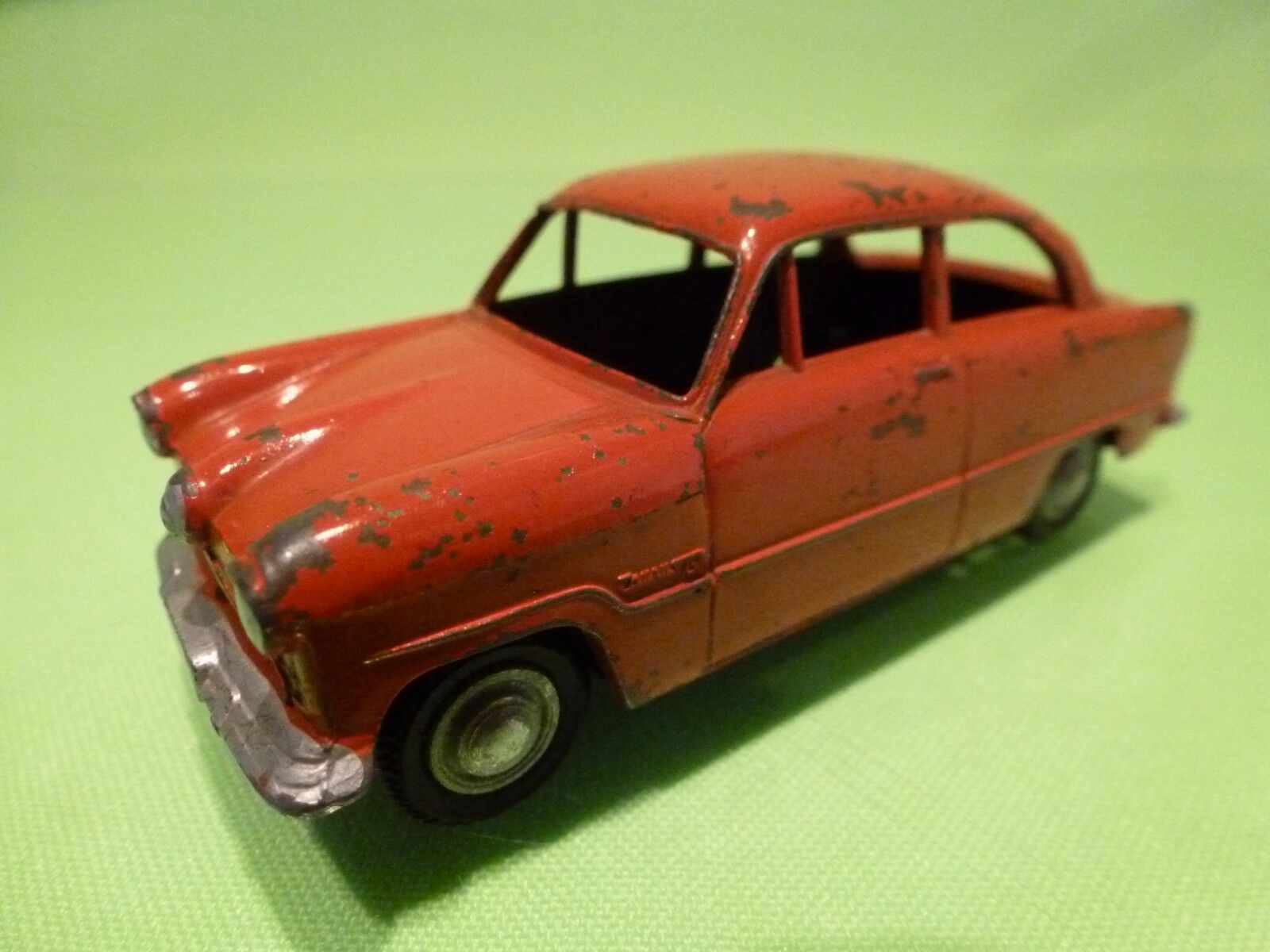 MARKLIN 8018 FORD TAUNUS 15M - rouge 1 43 - GOOD CONDITION