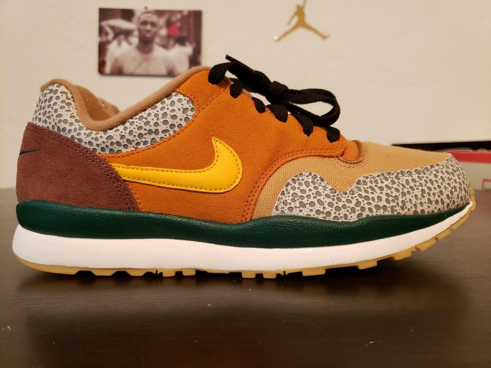 Nike Air Safari SE Mens shoes sz 9 Monarch Yellow Maroon AO3298-800