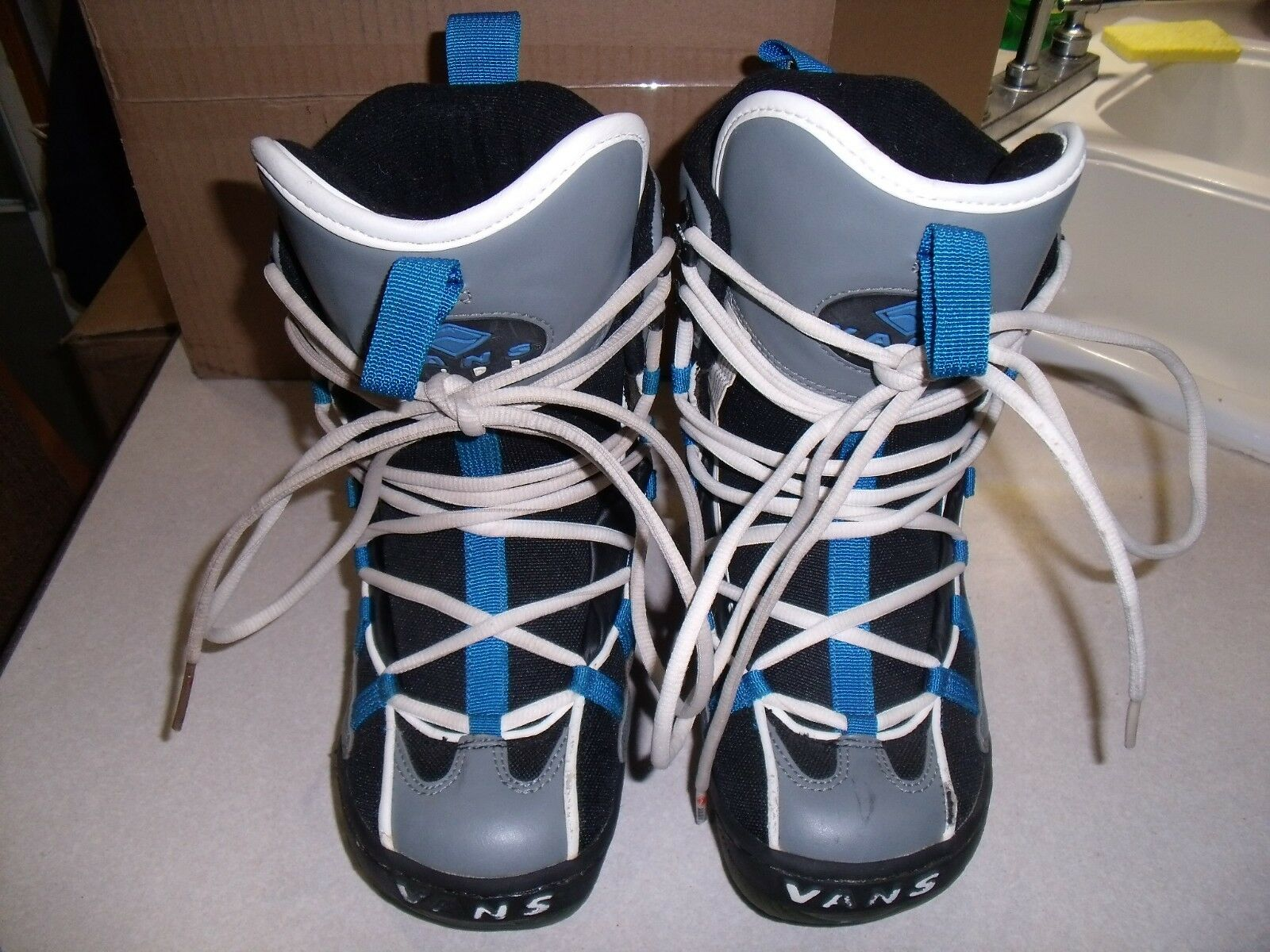Vans boy's Snowboard Boots - size US-5