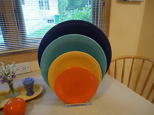 RACK-FOR-FOUR-4-FIESTA-PLATES-PLEXIGLASS-SHOW-YOUR-PLATE-RINGS