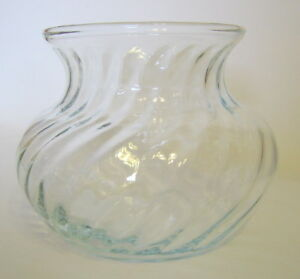 Clear-Glass-Swirl-Vase-4-Inch-Tall-Vintage-Squatty-Shape-Floral-Use