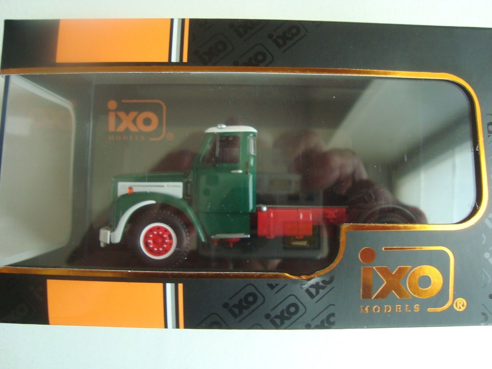 NEW LASTWAGEN SCANIA 110 green white IXO TR 014 1953 IN SCHACHTEL PLEXI