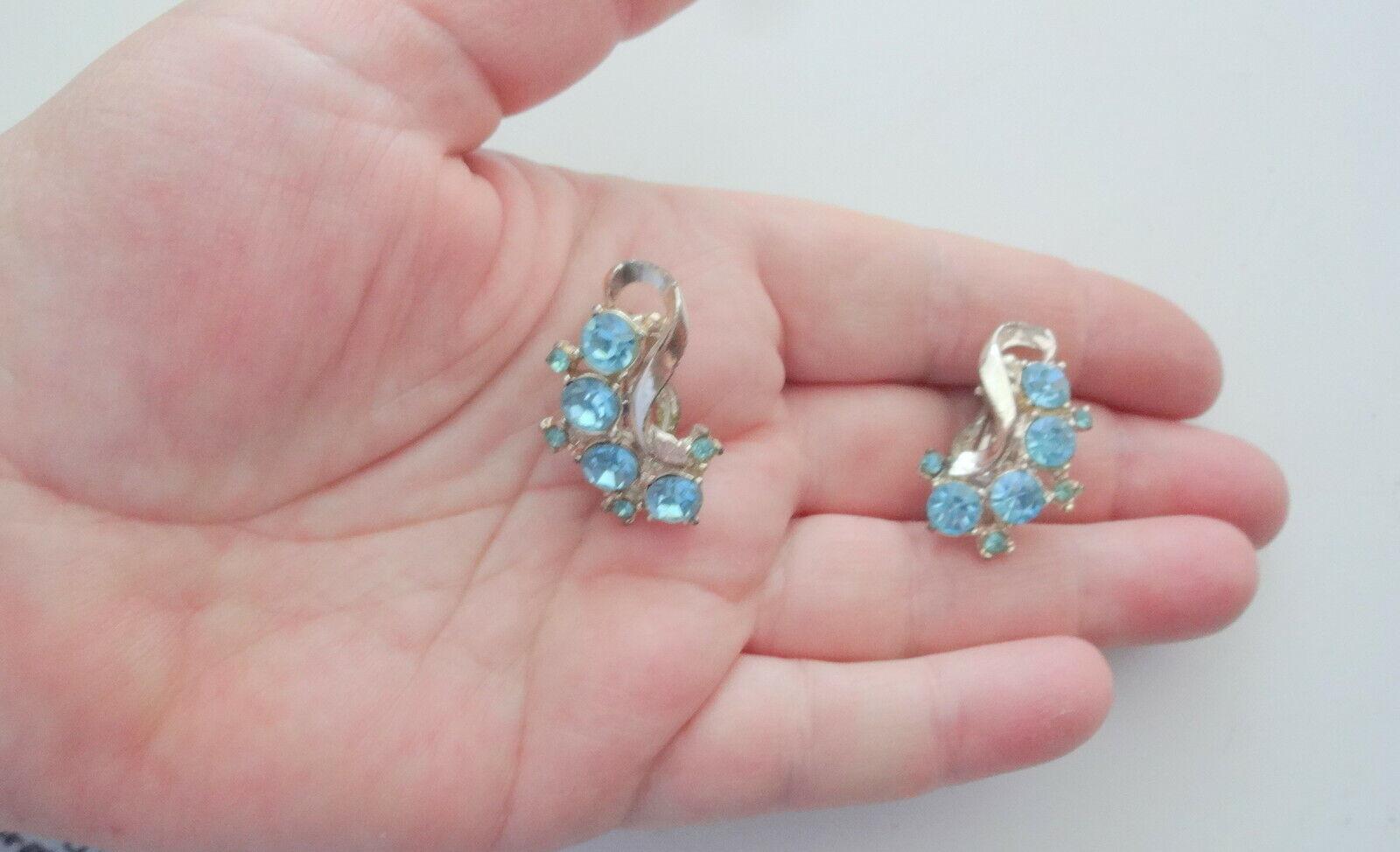 Vtg Aqua Blue Rhinestone Clip On Earrings - image 4