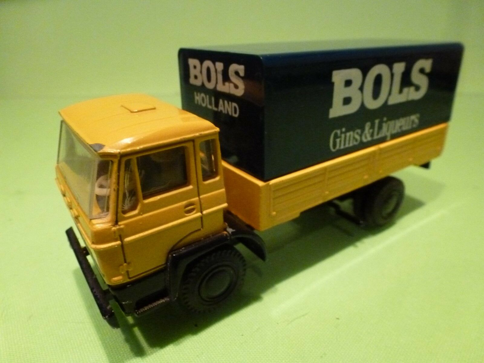 LION Coche 1 50 - DAF 1900 - BOLS  &  GINS - EXTREMELY RARE -GOOD CONDITION