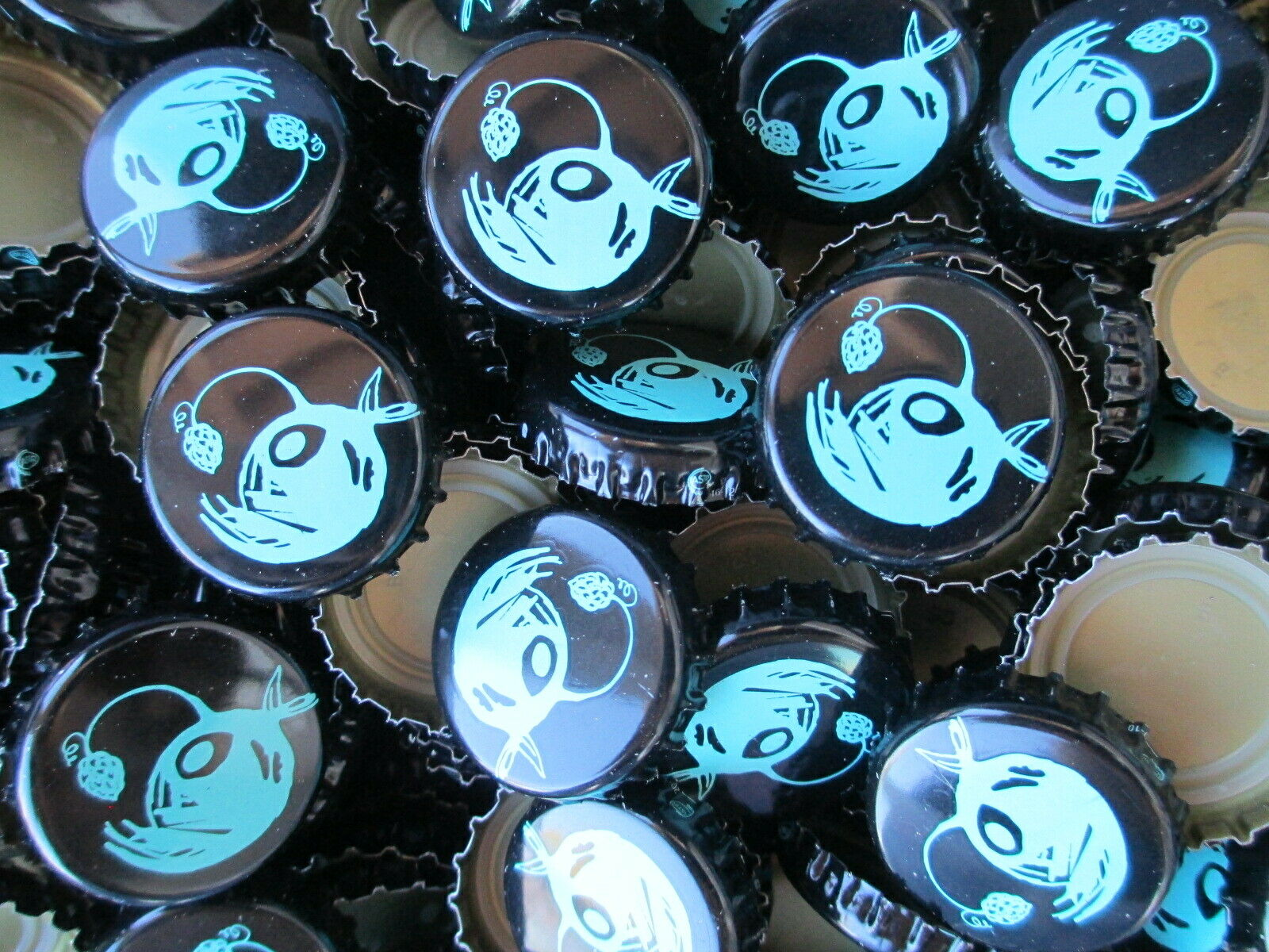 Free S/&H No Dents Saltfire Brewing beer bottle Caps 100