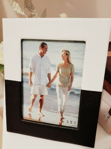 """Faux Leather 5/"""" x 7/"""" Picture//Photo Frame in black and white leather feel finish"""