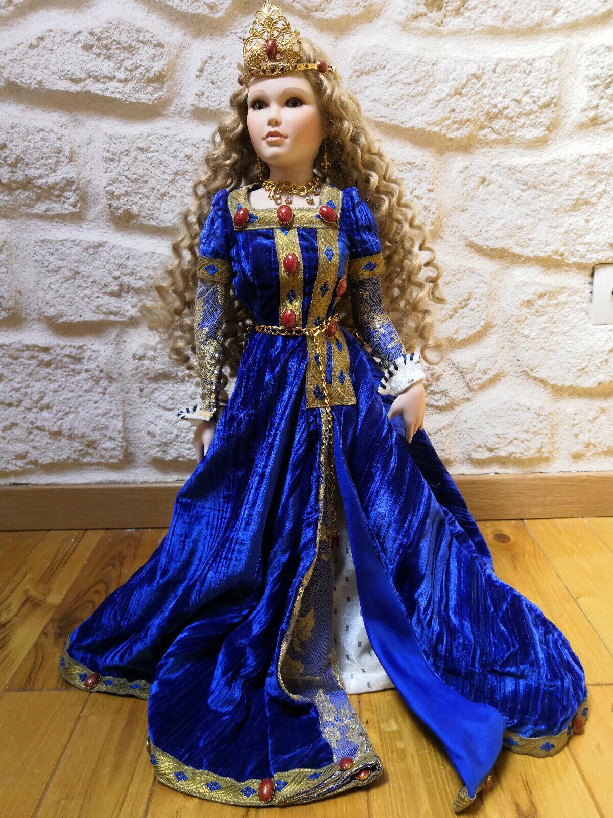 Poupée Mundia  La dame à la licorne robe azule  n°799 sur 1000