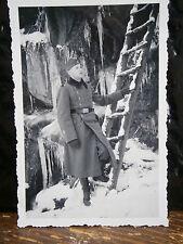 Photo argentique guerre 39 45 soldat Allemand wehrmacht WWII au pied de  échelle