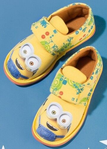 SIZE UK 8-9 YEARS New//Sealed AVON MINIONS SLIPPERS