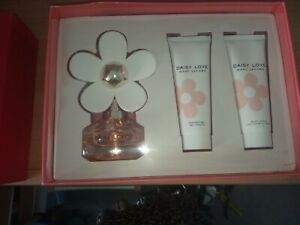 Marc-Jacobs-Daisy-Love-50ml-perfume-Gift-Set-Brand-New