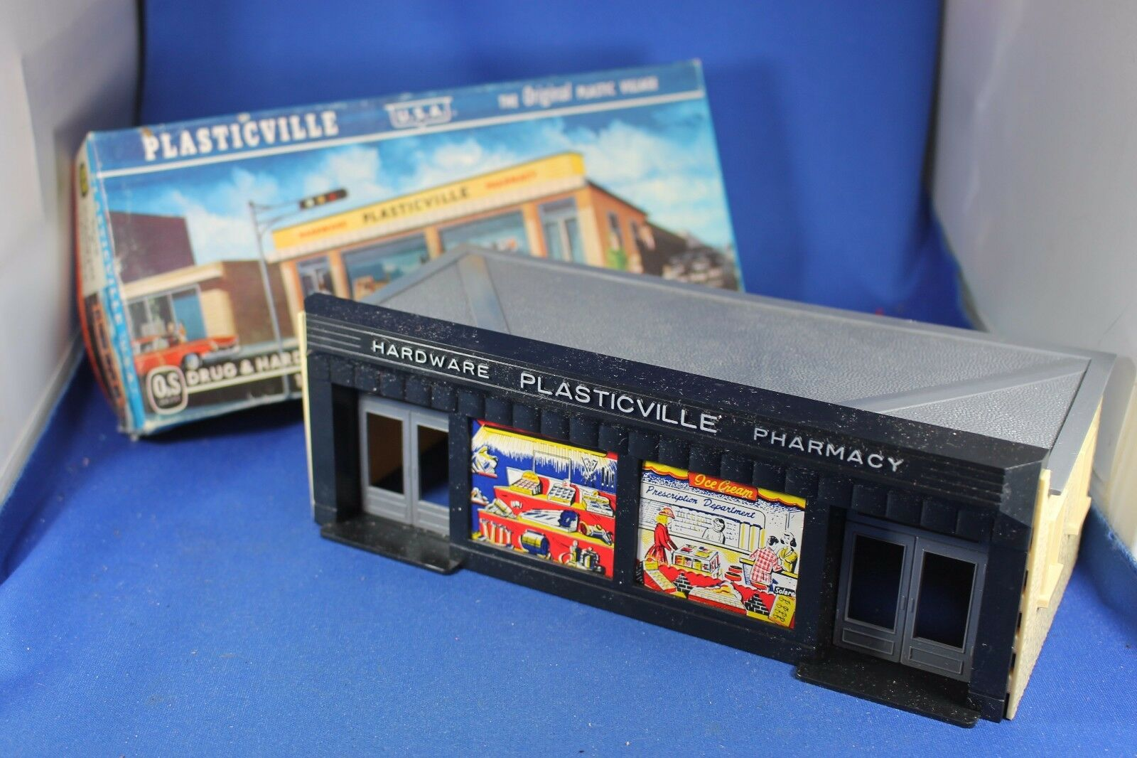 Plasticville - O-O27 - Hardware & Pharmacy - HTF Box - Excellent Condition