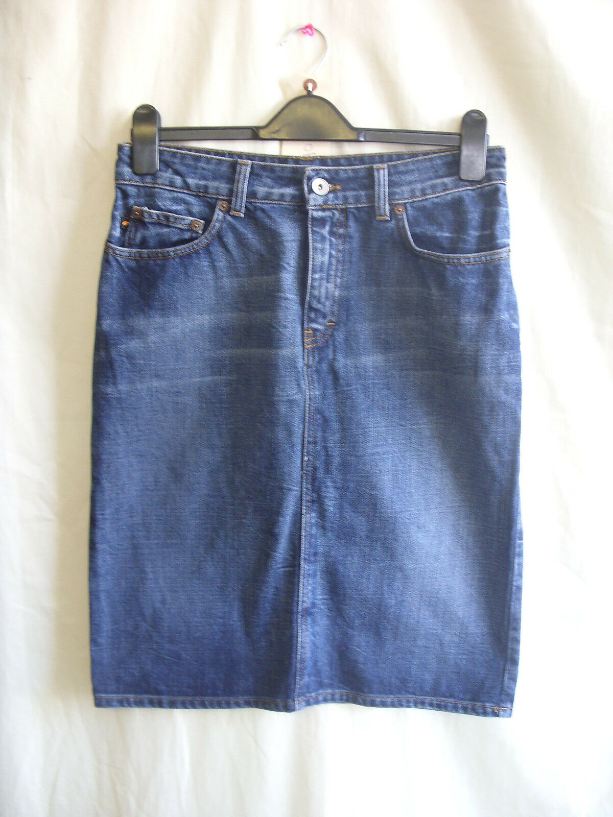 Ladies Skirt - DKNY, size 8, 31  waist, dark bluee denim, knee, casual cool 0898