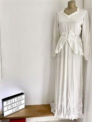 Entusiasta Anni 1930 Originale E Unico Art Deco Avorio Raso Abito Da Sposa/abito 8-10-mostra Il Titolo Originale Guidare Un Commercio Ruggente