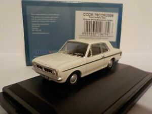 Model-Car-Ford-Cortina-Mk2-White-Green-stripe-1-76-New