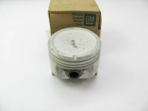 NEW GENUINE OEM GM 14019885 Engine Pistons .030 O//S 76-87 GM 5.0L 305 V8 SBC