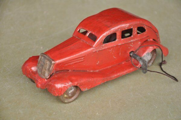 Vintage Unique Fine Red Litho Sedan Car Tin Wind Up Toy, Collectible