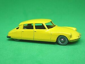Matchbox-Lesney-No-66a-Citroen-DS-19-escaso-Plata-ruedas-de-plastico