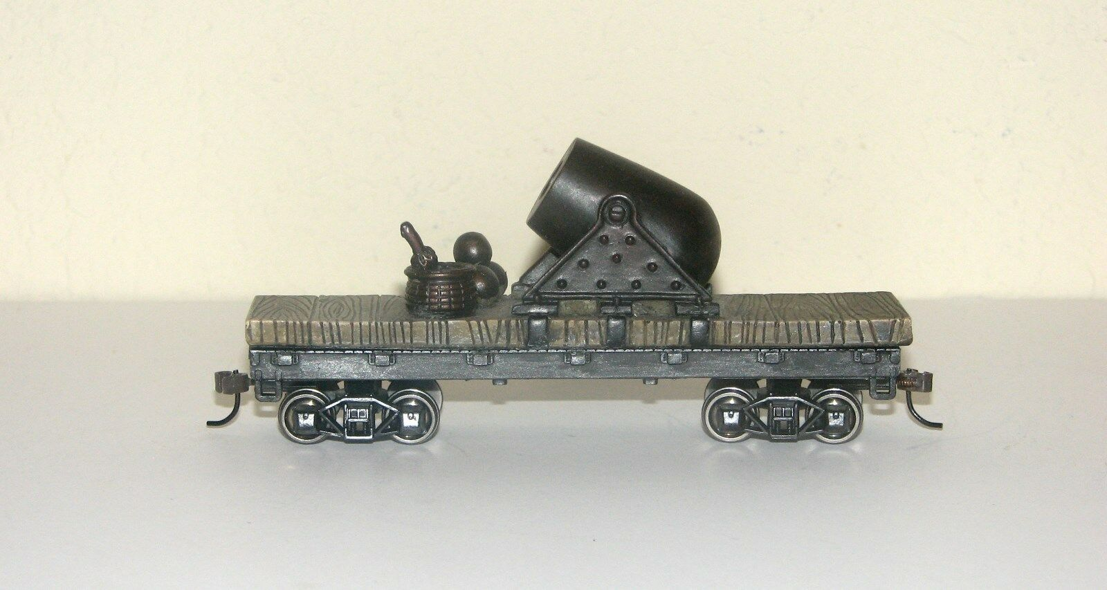 Hawthorne Village Civil War Armorosso Flat  Car with Mortar cannon~Military~ON30