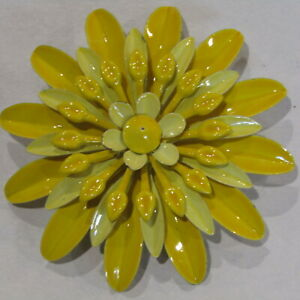 Vintage-Flower-Power-Brooch-Enamel-Metal-Yellow-5-Layer-2-5-034