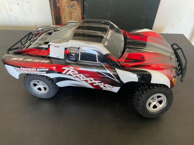 TRAXXAS SLASH 2WD Truck NEW (opened box) RTR + LIPO Battery 7600+ EZ Charger