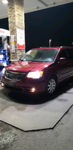 2013 Chrysler Town And Country full loaded