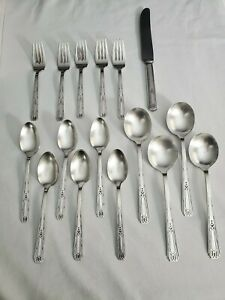 Friendship-Medality-Silver-Plate-Oneida-WM-Rogers-amp-Son-AA-Flatware-16-pieces