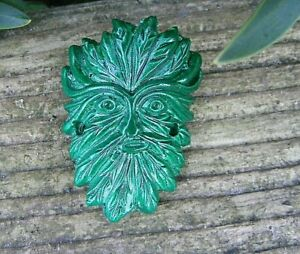 WALKING-STICK-BADGE-THE-GREEN-MAN-4-cm-HIGH