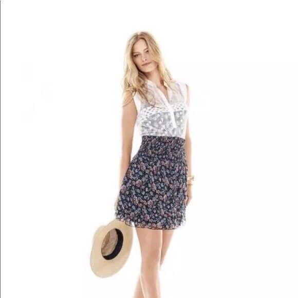 Cabi New Small Short Flirt Skirt Stretch Waist Navy floral Spring Vacation