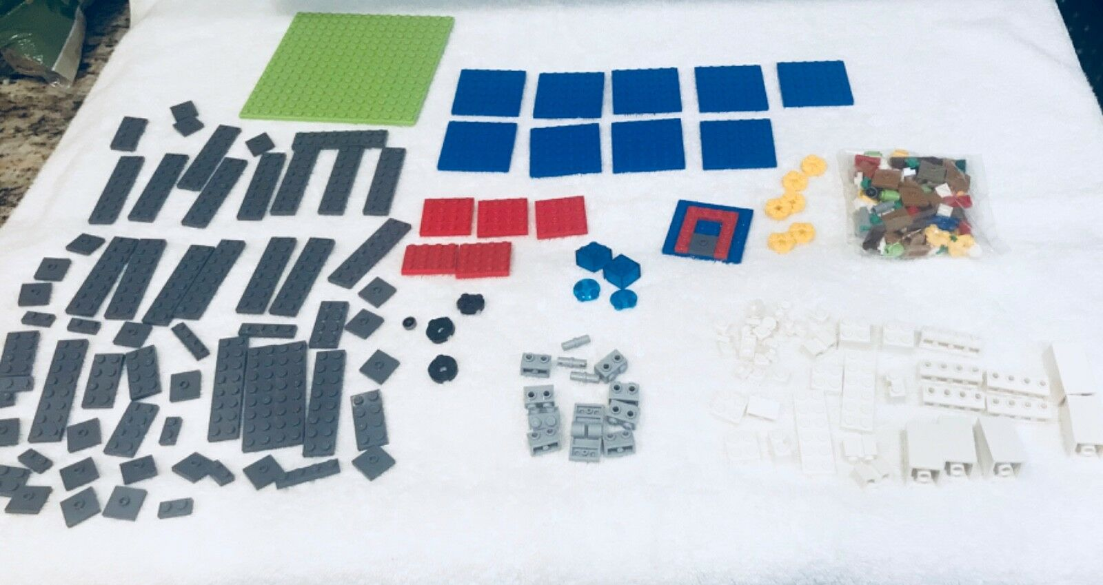 Legos  Large set of over 400 pieces MINECRAFT building set. Rare.