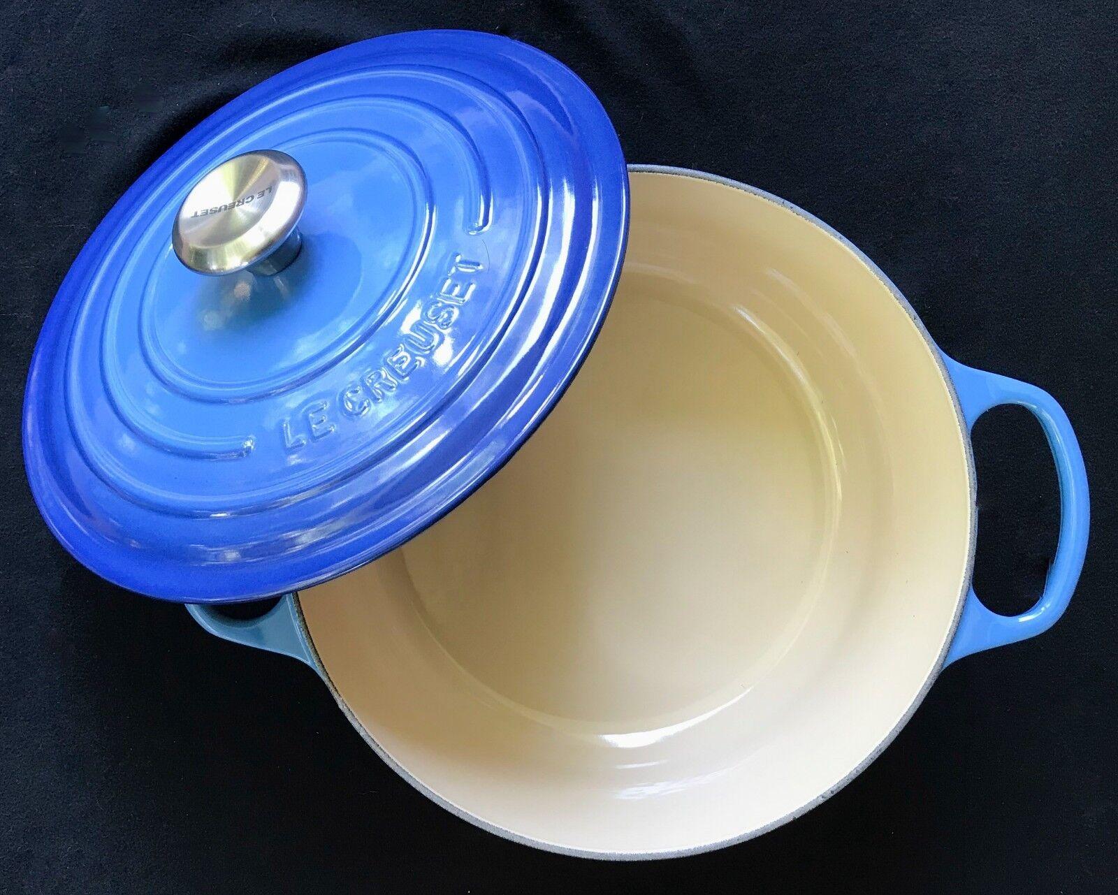 Le Creuset 5.5 qt Round Dutch Oven  Azure bluee