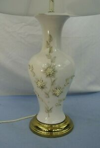 VINTAGE-PORCELAIN-TABLE-LAMP-WITH-FLOWERS-30-034