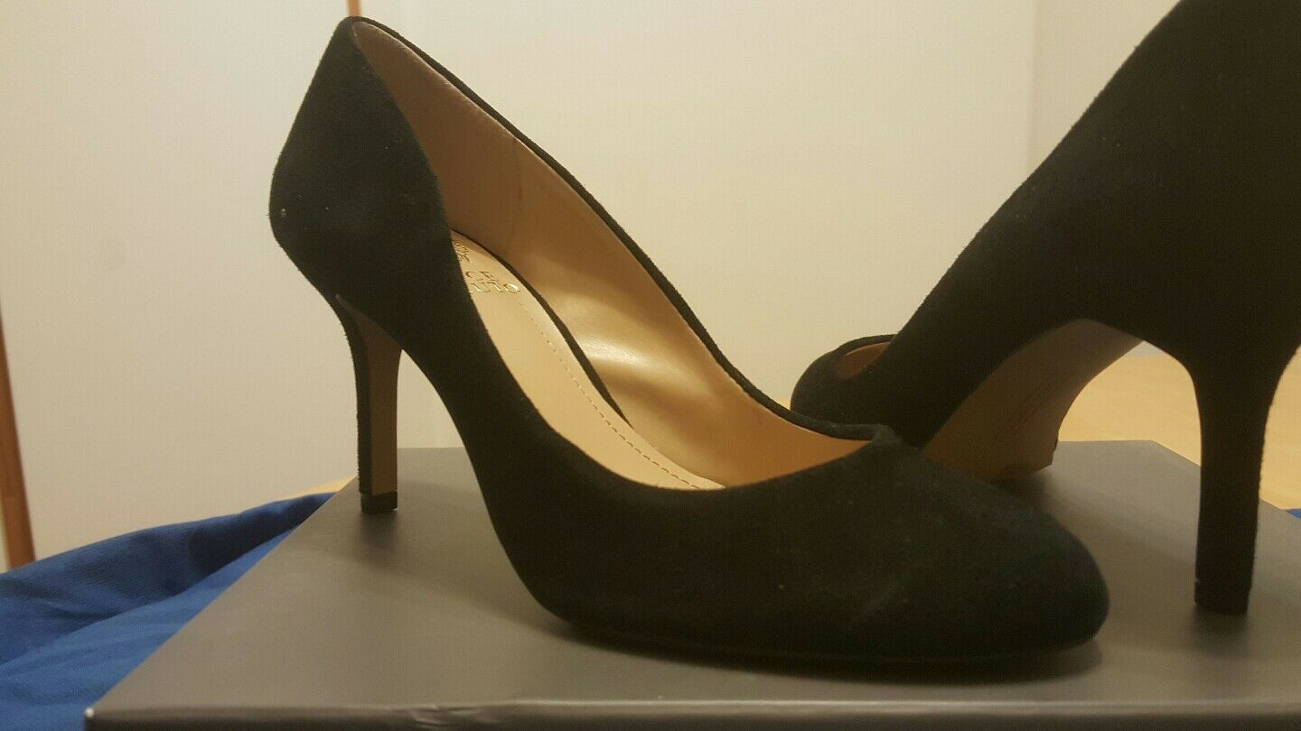 "VINCE CAMUTO ""SARIAH"" Black SUEDE leather heels CLASSIC PUMPS 6 US 36 EURO"