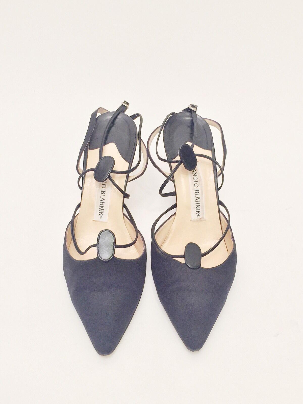 Manolo Blahnik Ladies Size 38.5 Black Closed Toe Heels