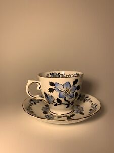 Vintage-Tuscan-Fine-English-Bone-China-White-W-Blue-Floral-Teacup-amp-Saucer-C9561