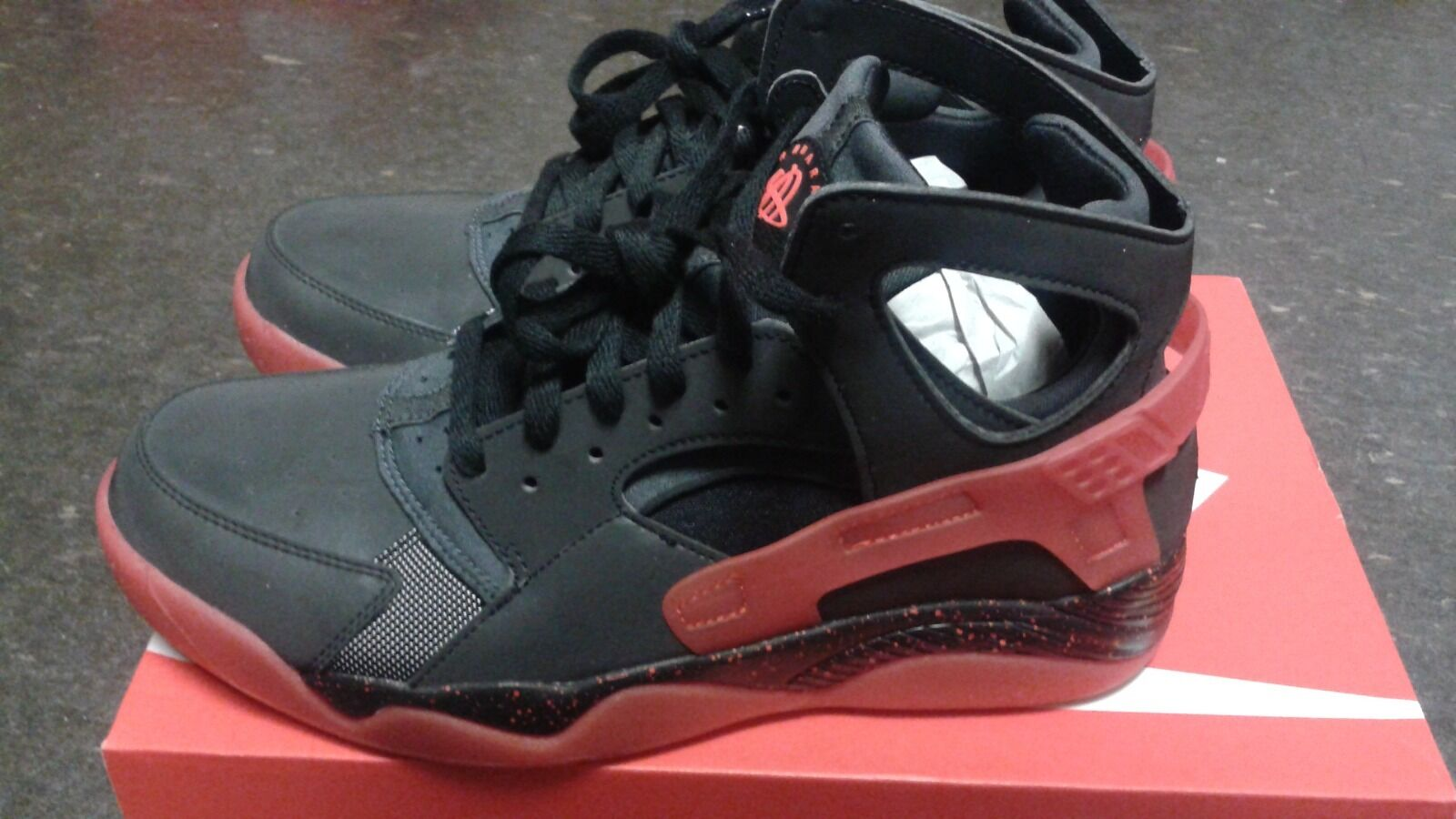 Nike Air Flight Huarache PRM QS Black Challenge Red Anthracite Size 9 D