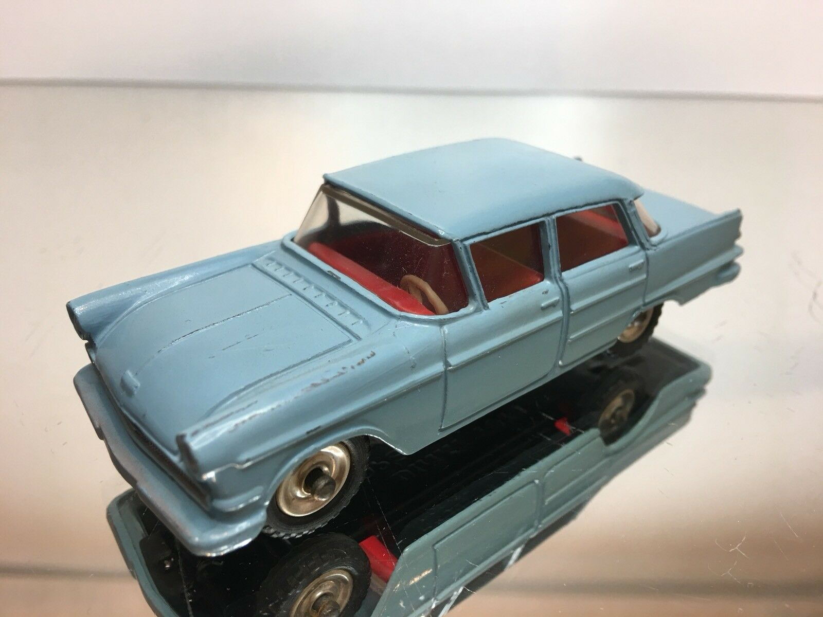 DINKY TOYS 1 43 - OPEL KAPITAN      NO=  177   - IN NEAR MINT CONDITION .