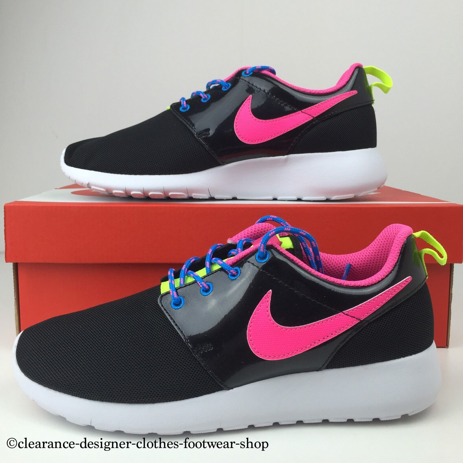 c3cdbff639e8 NIKE ROSHE ROSHE ROSHE ONE GS TRAINERS ROSHE RUN BLACK PINK WOMENS GIRLS GYM  SHOES RRP 3e1f79