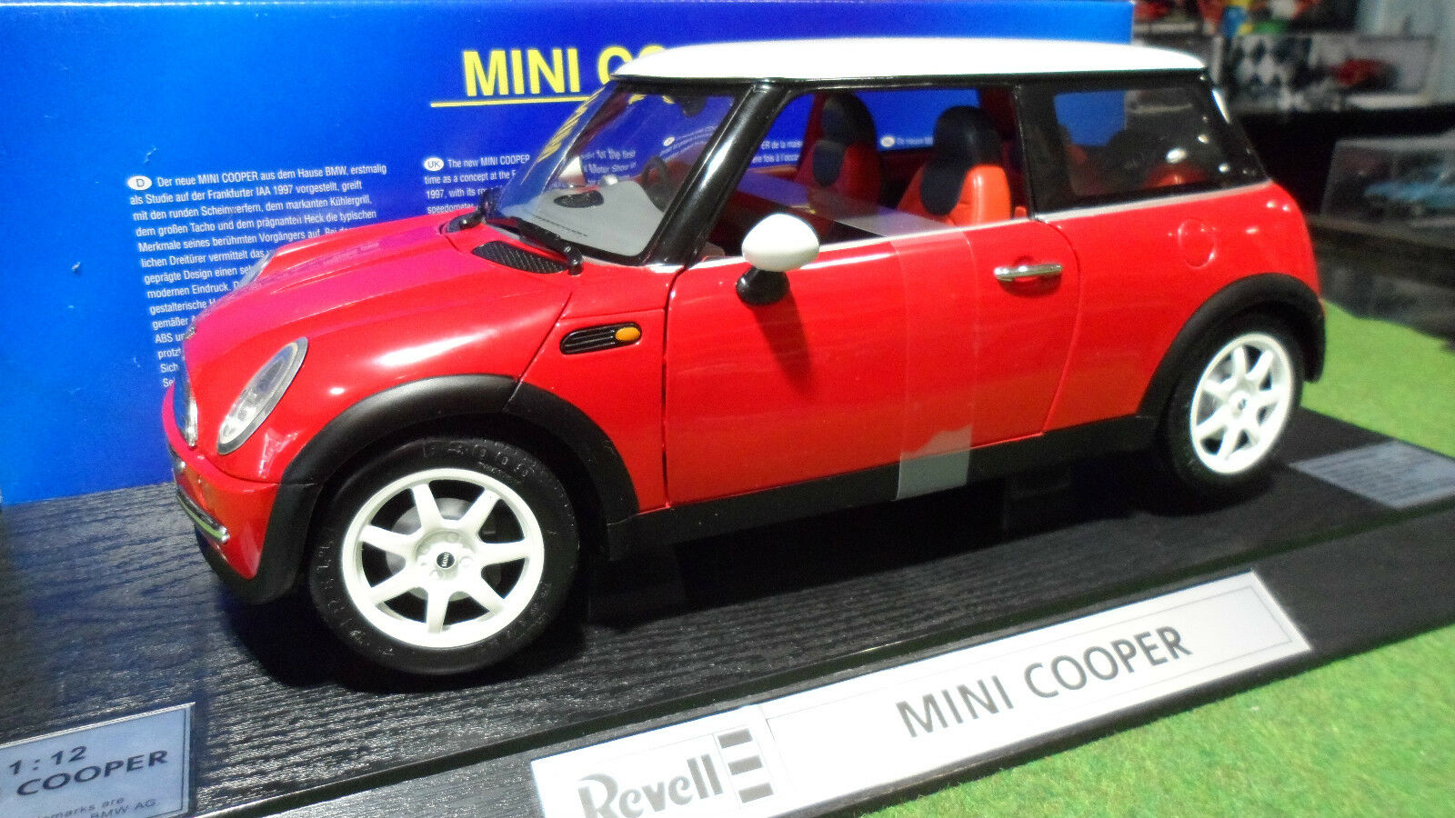 MINI COOPER Rouge Right Hand Driven au 1 12 REVELL 08453 voiture miniature