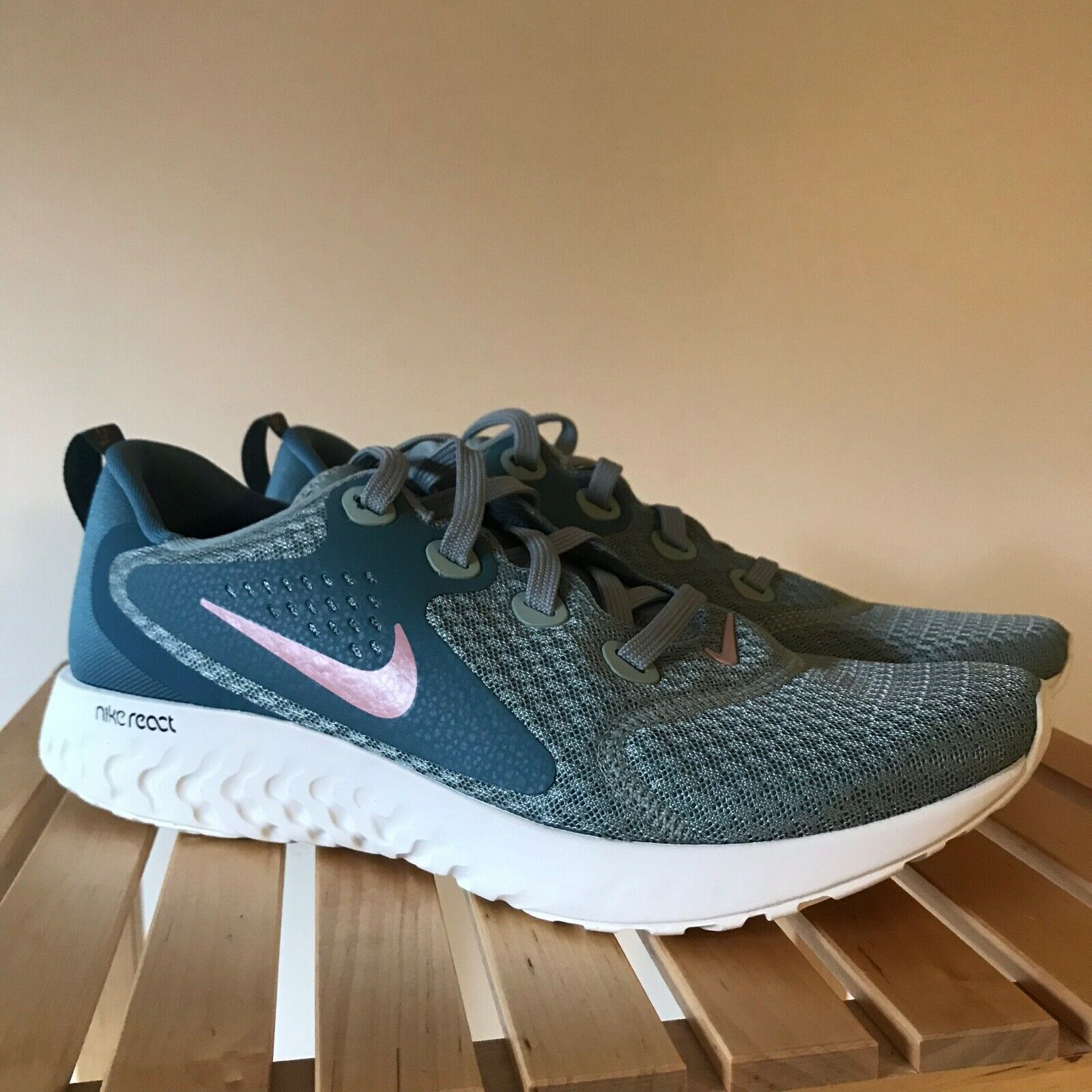 Nike Wmns Legend React Mica Green Rust Pink Running shoes AA1626-300 Size 11 NEW