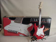 Guitar Fender red stratocaster 1:3 scale + Display Stand gmp diecast