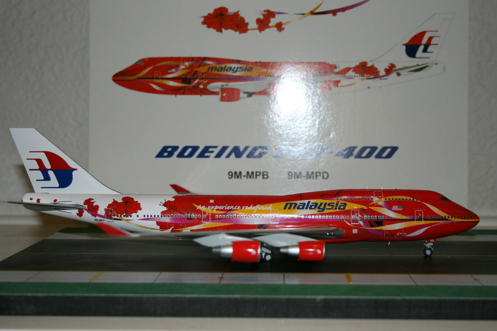 JC Wings  1 200 Malaysia Airlines Boeing 747-400 9M-MPD 'Hibiscus' (XX2525)  contre authentique