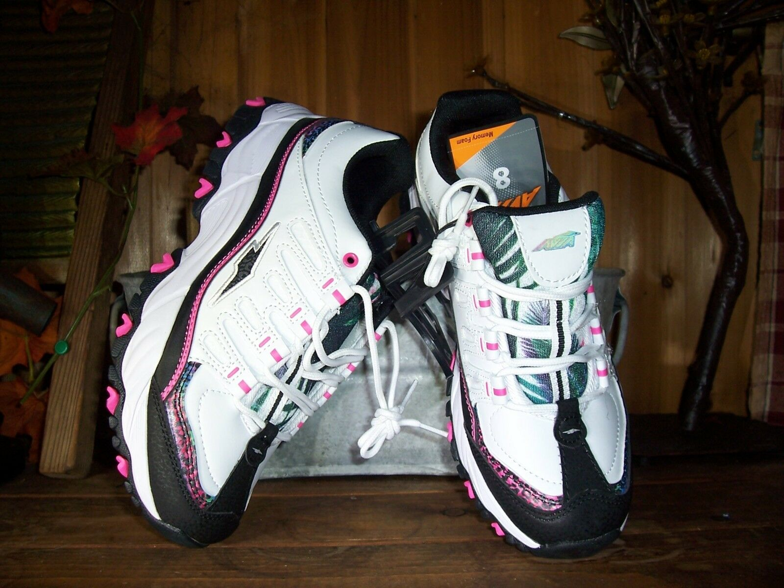 AVIA WOMENS ATHLETIC SHOES SIZE 8 MEMORY FOAM WHITE PINK LADIES CASUAL STYLISH