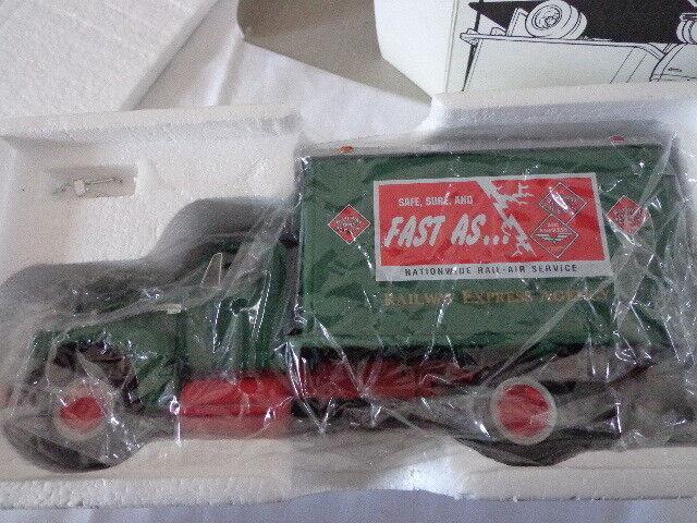 perfecto 1st Gear 1957 internacional 1 34 escala escala escala R-190 ferroCocheril expreso Dry Goods van  seguro de calidad