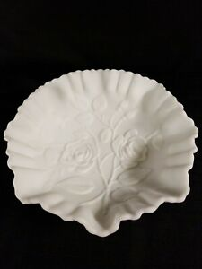 VINTAGE-IMPERIAL-WHITE-MILK-GLASS-SATIN-BOWL-EMBOSSED-ROSES